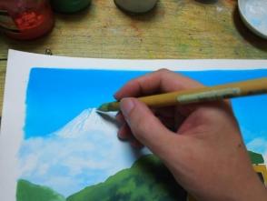 紙が乾いたら遠景から描いてゆきます。