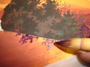 22.今度は左端の、坂道部分の木を描きます。まず壁にかかる、夕日の木の影を描きます。 影をつけるだけで、よりリアルに見えてきますので 細かいところですが、手を抜かずに。